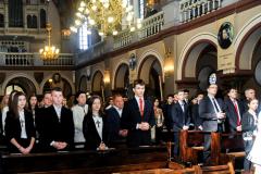 22 młodzież i ich świadkowie w kościele