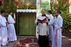 88 Ewangelię śpiewa ks. Wojciech Kałamarz