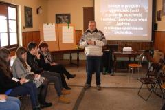 50--p. Mirosław prowadzi spotkanie na temat przyjaźni