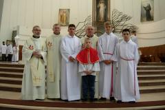 41---TRIDUUM PASCHALNE 2017---księża i ministranci po Mszy Krzyżma w Łagiewnikach