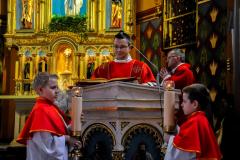 26 diakon Jan czyta Ewangelię