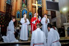 56 inauguracja adoracji krzyża przez zgromadzonych
